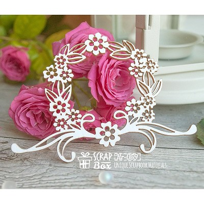 Chipboard wreath with flowers Hr-059